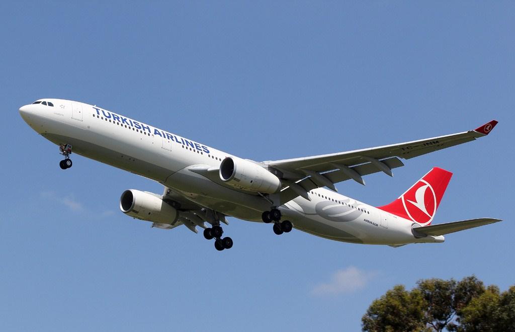 turkish airline plane landing