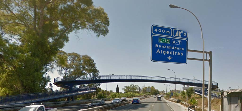 Sign to follow to go from Malaga airport to Fuengirola